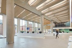 Gallery of New Library at the University of Bedfordshire / MCW Architects - 21