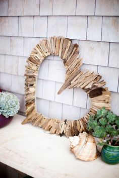 DIY driftwood decoration - original ideas for decorative objects to make yourself - Diyydeko.club, DIY driftwood decoration - original ideas for decorative objects to make yourself . Driftwood Projects, Driftwood Art, Driftwood Ideas, Driftwood Wreath, Deco Nature, Seaside Style, Shape Crafts, Heart Crafts, Heart Diy