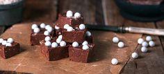 Ihanan tahmaisen suklaiset, Marianne-karkeilta maistuvat toffeepalatsuorastaan sulavat suuhun. Itse tehdyt fudget sopivat myös joululahjaksi.