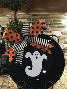 Halloween Plates, Halloween Door, Halloween Signs, Halloween Projects, Halloween Ghosts, Holidays Halloween, Halloween Decorations, Halloween Table, Dollar Tree Halloween Decor
