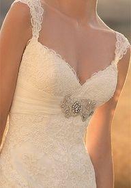 Such a pretty sweetheart neckline lace wedding dress
