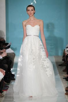 awesome website to get ideas for/buy discounted designer wedding dresses