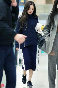 Airport from Hong Kong Fashion Idol, Kpop Fashion, Womens Fashion, Korean Airport Fashion, Korean Fashion, Seulgi, Kpop Outfits, Casual Outfits, Korean Outfits