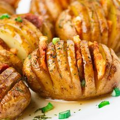 Sliced potatoes with bacon and rosemary. - News - Bubblews Sliced Potatoes, Quick Easy Meals, Food Inspiration, Baked Potato, Delish, Breakfast Recipes, Pesto, Turkey, Food And Drink