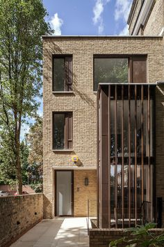 The site situated within the Highbury New Park conservation area in the London borough of Islington, received a contemporary look with aluminium windows and doors from SAPA. Architecture Office, Architecture Details, Aluminium Windows, House Extensions, Windows And Doors, Cube, New Homes, Contemporary, Mansions