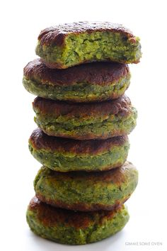 This falafel recipe is full of fresh ingredients, easy to make, and so irresistibly delicious! | gimmesomeoven.com