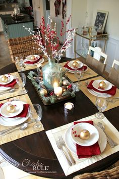 Simple Christmas Dining Table Decor - Pictures of Decor and Basement Christmas Dining Table, Christmas Table Settings, Christmas Tablescapes, Christmas Table Decorations, Holiday Tables, Decoration Table, Tree Decorations, Elegant Christmas, Simple Christmas