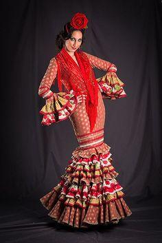 Colección de trajes de flamenca 2013 - Manuela Macías Moda Flamenca Spanish Eyes, Spain Culture, Gypsy, Flamenco Dresses, Halloween Costumes, Beauty, Google, Fashion, Flower
