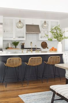2019 Kitchen Trends 2019 Top Designers Reveal the Biggest Kitchen Design Trends of the Year Big Kitchen, New Kitchen Cabinets, Kitchen Tops, Home Decor Kitchen, Kitchen Flooring, Home Kitchens, Awesome Kitchen, Kitchen Sink, 1970s Kitchen