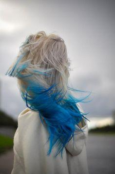 cabello con puntas azules