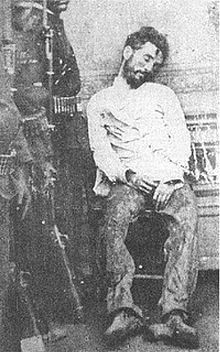 Heraclio Bernal was a bandit from the Sinaloa region of Mexico. Wild West Outlaws, Old West Photos, Mexican Revolution, Pancho Villa, Post Mortem Photography, Al Capone, Horror Posters, American Frontier, Calendar Girls