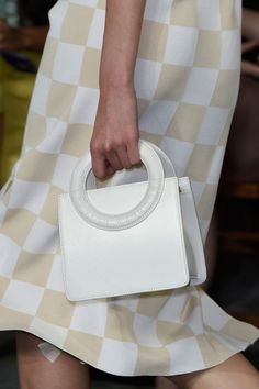 Opening Ceremony at New York Fashion Week Spring 2016 - Details Runway Photos White Bags, Vogue Fashion, Opening Ceremony, Leather Bags, Spring 2016, Wallets, Handbags, Couture, Detail