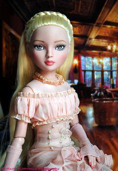 The Doll Whisperer: A Bon Voyage? [Ellowyne Wilde Bon Voyage]