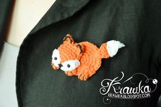 Krawka: Cute orange fox brooch with free pattern. Very fast and easy crochet project.