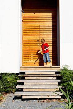 Architecture, Inspiring Entrance With Wooden Stair And Large Wooden Door: Wild Seal Rock House 4 for Your Adventure