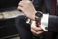 full metal LG watch urbane combines elegant style with high technology