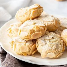 These delicious Almond Cookies are both Gluten and Dairy Free. They are crunchy, chewy, and easily made in 30 minutes. Italian Almond Biscuits, Italian Almond Cookies, Italian Cookie Recipes, Almond Cakes, Gluten Free Almond Cookies, Gluten Free Menu, Raw Almonds, Roasted Almonds