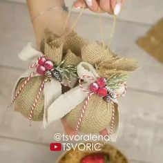 These cute little Christmas ornaments are among the million amazing things you can create from jute!😍😍 By: decor diy videos DIY JUTE ORNAMENTS🎄🧡 Burlap Christmas Ornaments, Easy Christmas Decorations, Easy Christmas Crafts, Ball Ornaments, Diy Ornaments, Felt Christmas, Diy Christmas Wreaths, Diy Christmas Tree Decorations, Natural Christmas Ornaments
