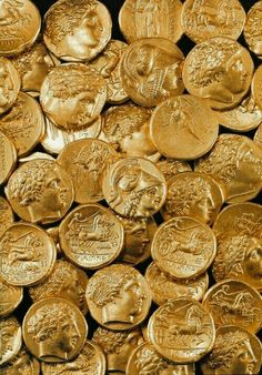 A treasure of 51 Macedonian gold coins (and a necklace) hidden inside a cavity in the rock in Ancient Corinth. The coins of Philipp II come from Pella. Hawke Dragon Age, Objets Antiques, Alexandre Le Grand, Yennefer Of Vengerberg, Gold Aesthetic, Apollo Aesthetic, Hades Aesthetic, Ancient Greece, Greek Mythology
