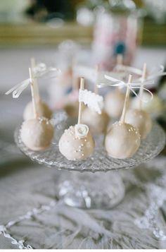 Candybar/Sweet Table Konzept von Anmut und Sinn und Süß und Salzig - Hochzeitsguide