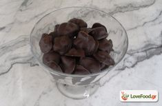Εύκολα σοκολατάκια με ξηρούς καρπούς και φρούτα - LoveFood