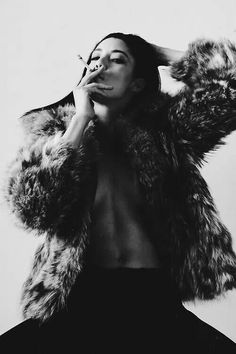 cigarettes and fur.I hope that is faux fur ! Estilo Hip Hop, Estilo Rock, White Photography, Editorial Photography, Fashion Photography, Implied Photography, Hip Hop Fashion, Fur Fashion, Photographie Art Corps