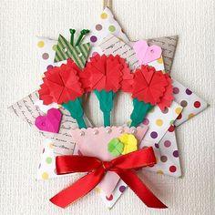 panda🐼さんはInstagramを利用しています:「#母の日#mothersday #カーネーション#carnation#折り紙#おりがみ#折紙#origami#折り紙リース#wreath#折り紙花#折り紙作品#papercraft#paperfoldingart #Japaneseculture」 Carnations, Flower Crafts, Origami, Seasons, Christmas Ornaments, Holiday Decor, Paper, Flowers, Instagram