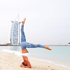 Lining up with the Burj on an overcast morning here in Dubai in my new @dharmabumsactive tights from @Yapparel ❤️ ➖➖➖➖➖➖➖➖➖➖➖➖➖➖ ✨ @letsstartyoga ✨ guide is now available from the link in my bio - start your yoga journey today #letsstartyoga