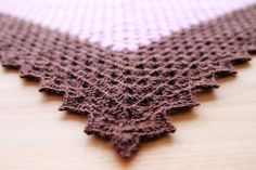 Free crochet pattern of the Vintage Sweet Shawl on Haakmaarraak.nl!
