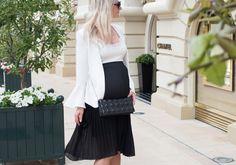 ♥︎ Kesäklassikot: Neo Noirin pitsitoppi ja laskostettu hame.  http://www.teljanneito.com/2017/06/plated-skirt-and-white-ruffle-sleeved.html