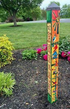 Garden Poles, Garden Stakes, Peace Pole, Pole Art, Beautiful Home Gardens, Garden Makeover, Pallet Painting, Garden Crafts, Garden Projects