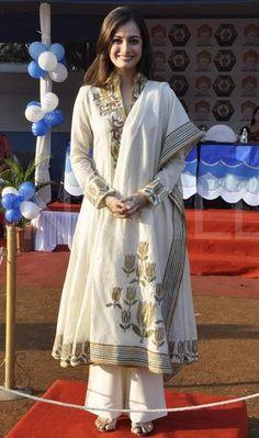 Bollywood-Actress-Dia-Mirza-in-Flower-Printed-Anarkali-Salwar-Kameez-with-Bell-Bottom-Designer-Churidaar-Latest-Simple-Look-Photos.jpg (565×956)