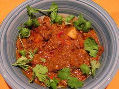 Slow Cooker Indian Beef and Tomato Curry - Preparation time:15 minutes  Slow Cooker Size4L+  Serves:4-6  Cooking time:10 hours on LOW setting