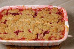 Eerst Koken: Rabarber-aardbeiencrumble van Yvette van Boven