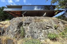 Amazing Cliff House with Living Roof, Glass Floor and Courtyard Pool Courtyard Pool, British Columbia, Cliff House, Living Roofs, Ocean House, Living On The Edge, Glass Floor, Eco Friendly House, Architect Design