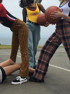 Essa calça xadrez amarelinha é uma graça.