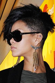 Pixie cut and half shaved hair on Rihanna Faux Hawk Hairstyles, Rihanna Hairstyles, Celebrity Hairstyles, Black Women Hairstyles, Cool Hairstyles, Shaved Hairstyles, Hairstyle Ideas, Braided Hairstyles, Pixie Cut With Long Bangs
