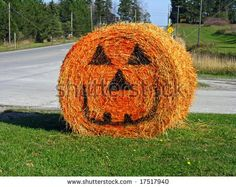 stock photo : Halloween straw bale - if ya live in the country this is AWSOME.to bad you could not paint all the bales and have a pumpkin patch! Fall Harvest Party, Harvest Time, Fall Yard Decor, Farm Day, Pumpkin Decorating, Food Decorating, Fall Fest, Cute Halloween, Halloween Ideas