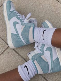 Jordan Shoes Girls, Girls Shoes, Jordan Sneakers, Jordan Outfits, Basket Style, Nike Shoes Air Force, Aesthetic Shoes, Cute Sneakers, Sneakers Style