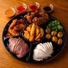 モンスーンカフェのお料理をご自宅でお楽しみいただける「おうちdeモンスーンセット」です。クリスマス、忘年会・新年会などにご利用ください!. モンスーンセットは、3種類。 1.ベトナム風生春巻きのゴイクンやタイエビトーストなどが楽しめる「前菜盛り合わせ」 2.エスニック風 肉料理「肉の盛り合わせ」 3.揚げ物祭りの「フライフードの盛り合わせ」 Steak, Pork, Asian, Kale Stir Fry, Steaks, Pork Chops