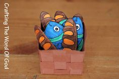 fish « Crafting The Word Of God.  A craft for teaching the story of the fish and loaves of bread.   #biblecrafts