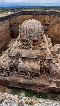 India Architecture, Ancient Architecture, Ancient Ruins, Ancient History, Beautiful Buildings, Beautiful Places, Places Around The World, Around The Worlds, Water Temple