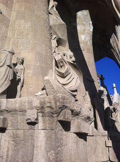 Statues à l'entrée de la Sagrada Familia - #Barcelona