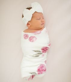 Need baby shoot prop ideas?    Try using a neutral colored blanket to swaddle them!    Not only does it keep them warm (no fuss!) but it also makes a great photo!