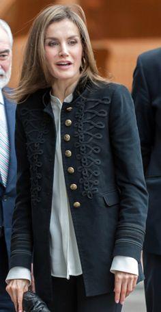 Queen Letizia, Spanish Style, Blazer Jacket, Countries, Military Jacket, Winter Fashion, Spain, Royalty, Coat