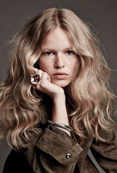 70S Hairstyles Impressive Iconic Hairstyles And How To Wear Them Today  Pinterest  Farrah