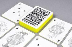 世界中で遊ばれているカード玩具トランプ、国内でも広く遊ばれており、色々なゲームが生まれていますが、今日紹介するのは、線画だけで構成されたクリエイティブなトランプ「WHIMSICAL PLAYING CARDS」です。