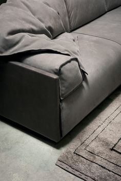 Tips That Help You Get The Best Leather Sofa Deal. Leather sofas and leather couch sets are available in a diversity of colors and styles. A leather couch is the ideal way to improve a space's design and th Living Room Upholstery, Upholstery Trim, Upholstery Cleaner, Upholstery Cushions, Furniture Slipcovers, Furniture Decor, Baxter Furniture, Sofa Deals, Best Leather Sofa
