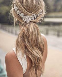 Die 93 Besten Bilder Von Frisuren Mit Haarspangen Perlen Federn