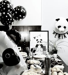 Prepare for panda cuteness, because these panda party ideas will knock your socks off! We are totally loving this new party trend! Panda Birthday, 1st Boy Birthday, 1st Birthday Parties, Panda Themed Party, Panda Party, Panda Baby Showers, Baby Boy Shower, Black And White Theme, Party Themes